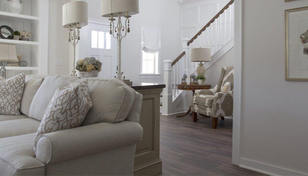 engineered-hardwood-floor-in-bright-living-room