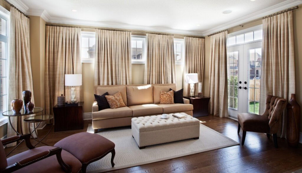 wood-floor-in-family-room